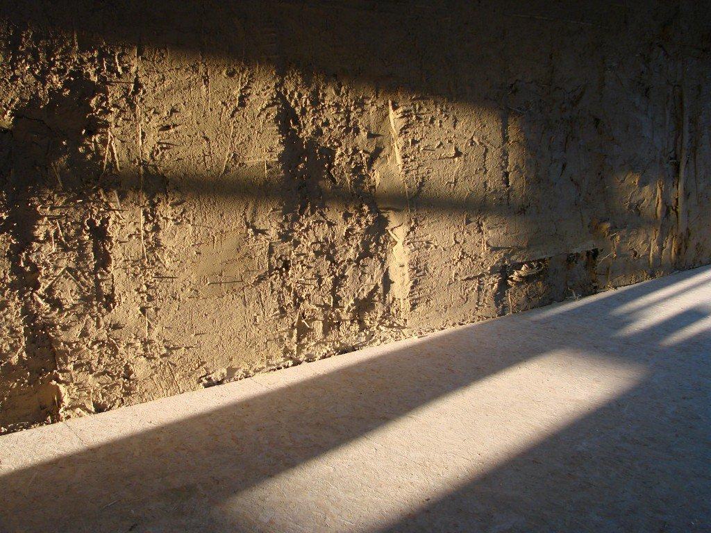 Strobouw muren in leem