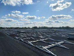 Grote werf met zonnepanelen MijnEPB Mega installatie zonnepark
